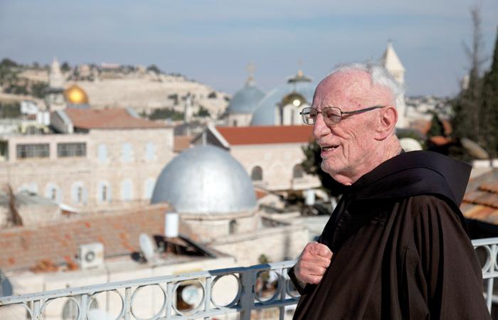 Frère Xavier sur la terrasse de l'infirmerie du couvent Saint-Sauveur à Jérusalem ©MAB/CTS