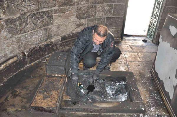La police a prélevé les éléments de son enquête © Pompiers