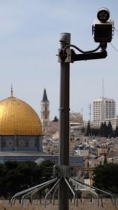 Priez, vous êtes filmés: des caméras de surveillance sur l'esplanade des Mosquées