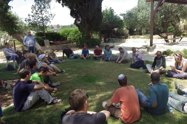 Ensemble  pour redonner une seconde jeunesse au cimetière du Mont Sion