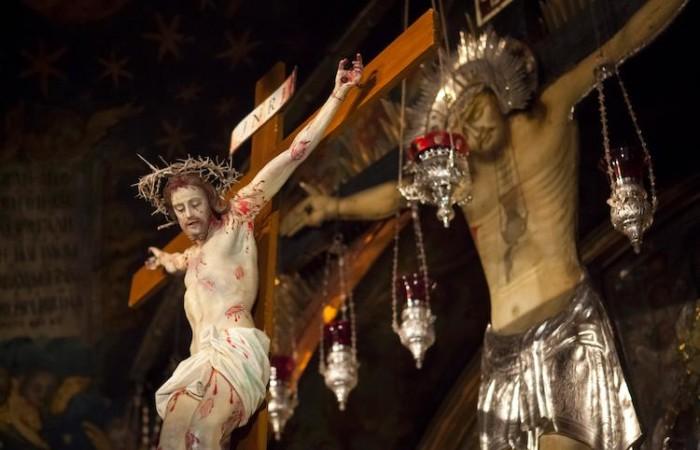 Crucifix dans la basilique du Saint-Sépulcre ©Marie-Armelle Beaulieu/CTS