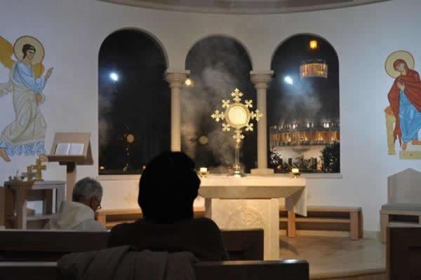 ... et à la Communauté Chemin Neuf pour la prière quotidienne.
