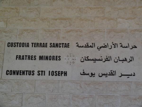 Da quando hanno assunto il controllo del territorio, i jihadisti hanno imposto l'abolizione dei simboli cristiani, croci incluse.