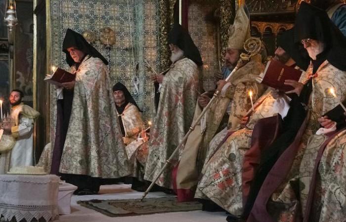 Le patriarche arménien de Jérusalem, Nourhan Manougian, préside les rites de Pâques dans la cathédrale Saint-Jacques. ©Marie-Armelle Beaulieu/CTS