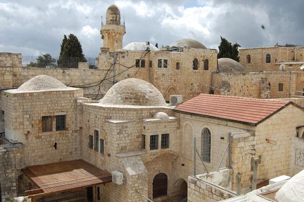 Vue sur la Tombe du roi David et le minaret de la petite mosquée