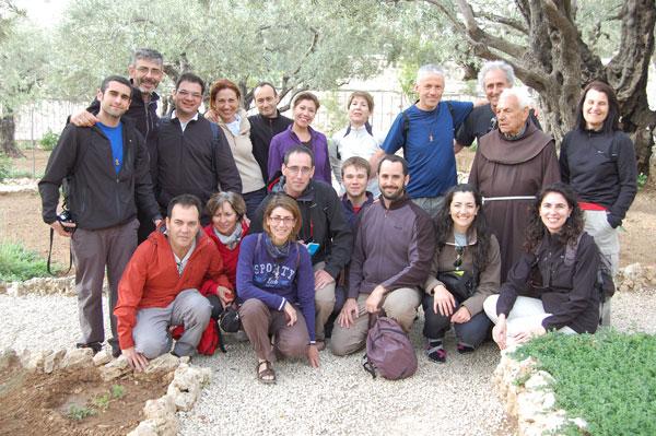 Frère Rafael avec un groupe de pèlerins de langue espagnole