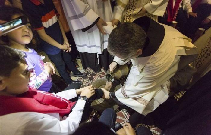 Le Custode de Terre Sainte, Frère Francesco Patton, commémore le geste de Jésus avec les Apôtres au Cénacle. ©CTS