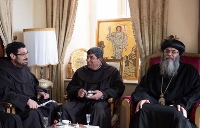 Jérusalem. Echange habituel de salutations entre les dirigeants des Églises de Terre Sainte. Ici, les franciscains reçus par l'archevêque copte Antonios. ©Nadim Asfour/CTS