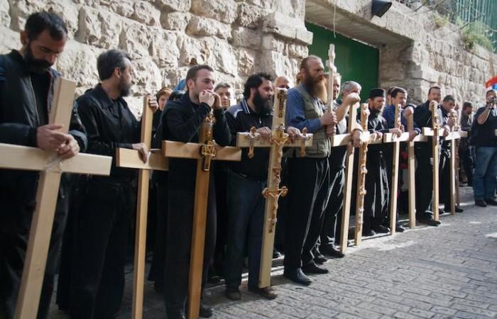 Les pèlerins orthodoxes commémorent l'ascension du Calvaire dans les rues de Jérusalem ©Miriam Mezzera / CTS