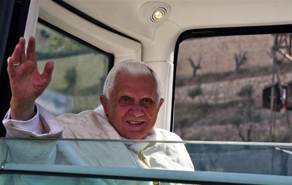 Hommages rendus à Benoît XVI après l'annonce de son renoncement