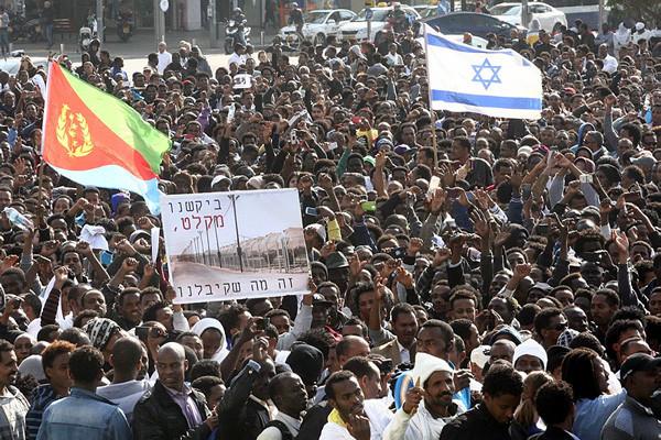 30000 demandeurs d'asile africains expriment leur mécontentement à Tel-Aviv