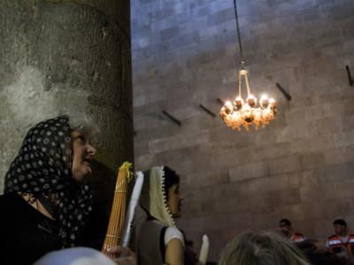 Le Feu sacré a une nouvelle fois illuminé le Saint Sépulcre