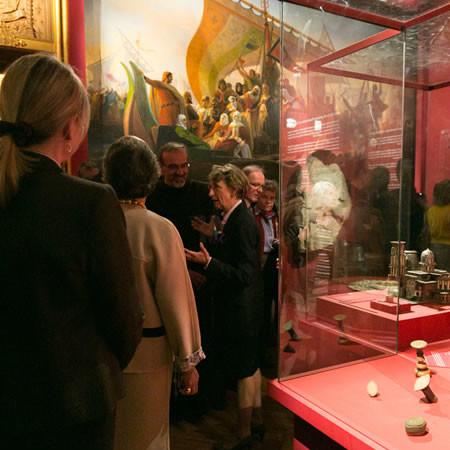 Château de Versailles. Béatrix Saule,au centre, lors de l'inauguration fait l'honneur de la visite au Custode de Terre Sainte . (Photo ©A. Krogman) [1/3]
