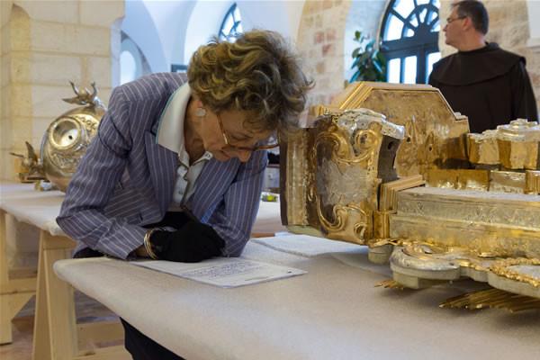 Au départ et au retour des objets, Béatrix Saule aura présidé au constat d'état garantissant l'état des pièces.