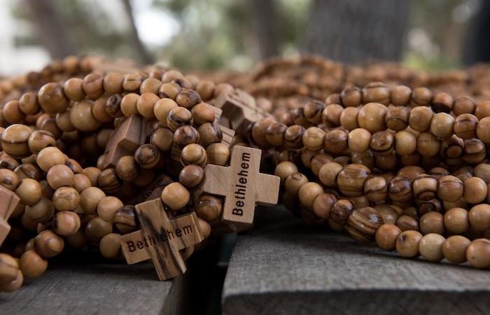 Chaque jeune des JMJ au Panama recevra trois chapelets en bois d'olivier de Bethléem. © Nadim Asfour/CTS galerie de photos
