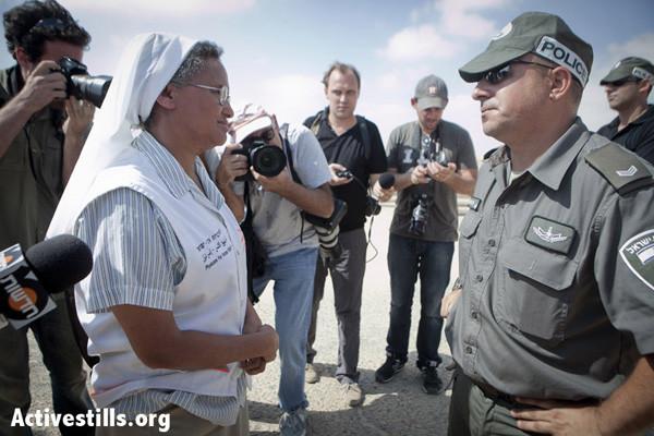 Soeur Aziza au secours des refugiés érythréens bloqués à la frontière d'Israël