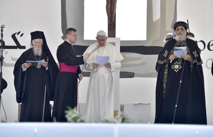 De gauche à droite, le patriarche cuménique Bartholomée, le pape François et le patriarche copte Tawadros II.