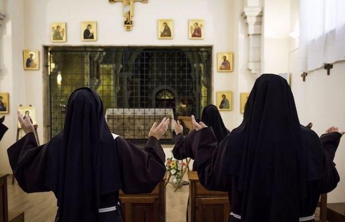 Clarisses en prière au Monastère Sainte Claire de Jérusalem. photo ©N. Asfour/CTS