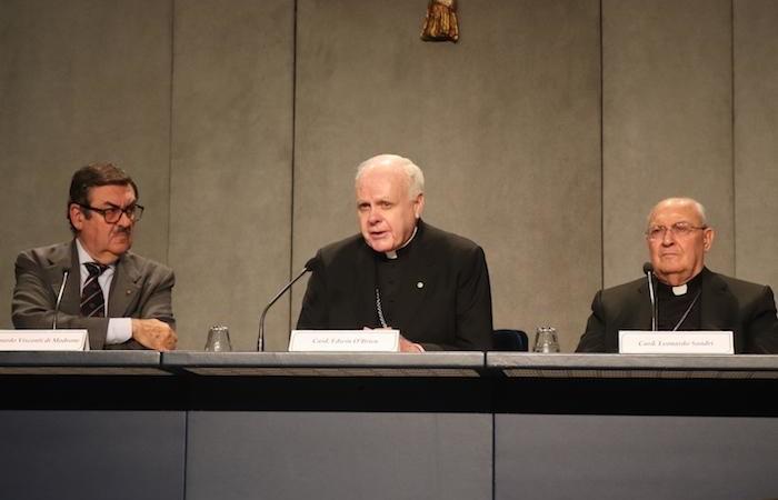 Au centre, le card. Ewdin O'Brien. A ses côtés, l'ambassadeur Visconti di Modrone et le card. Leonardo Sandri.