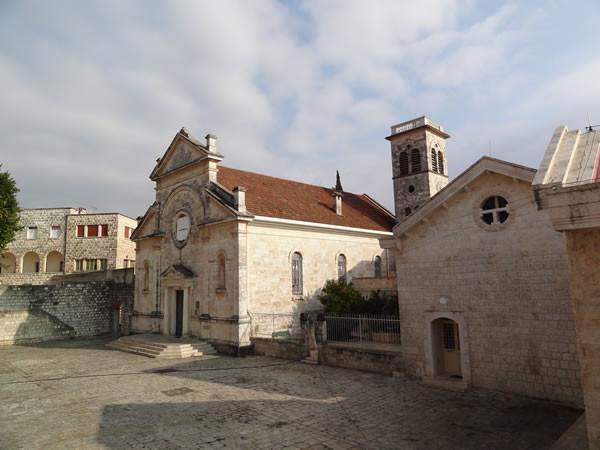 Une vue de l'église et du couvent franciscain de Knayeh, dans la vallée de l'Oronte, en Syrie. (galerie photos: Cts) [clic sur l'image 1/7]