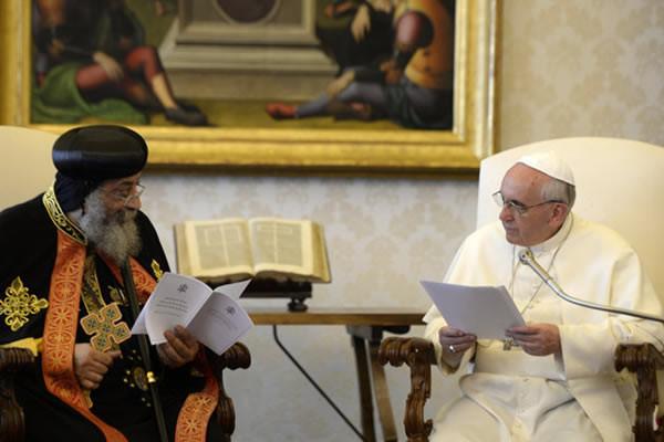 Le pape  François exprime sa solidarité au patriarche copte Tawadros II
