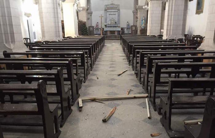 Légers dommages à l'intérieur de l'église.
