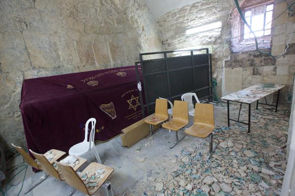 C'est le mur faisant face au cénotaphe du roi David qui a été vandalisé © photo M-A. Beaulieu/CTS