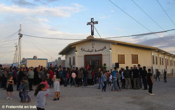Financée grâce aux dons et construite en moins de trois mois, l'église de Sayedat el Bichara (Notre Dame de l'Annonciation) pour les réfugiés du camp d'Ashti, à Erbil, a été officiellement dédicacée en novembre 2015. © Fraternité en Irak