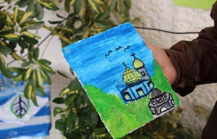 Un clocher et une mosquée sur un dessin d'élève de l'école de Dar Salah à Bethléem ©Pmp