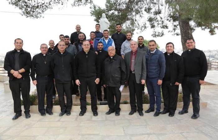 Avec les séminaristes du Patriarcat latin en visite à Beit Jala  ©Pmp