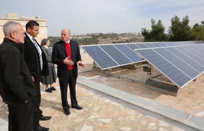 Joseph Hazboun visite le système photovoltaïque de l'école des soeurs salésiennes de Crémisan  ©Pmp