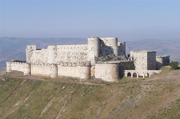 Des églises et sites archéologiques champs de bataille en Syrie