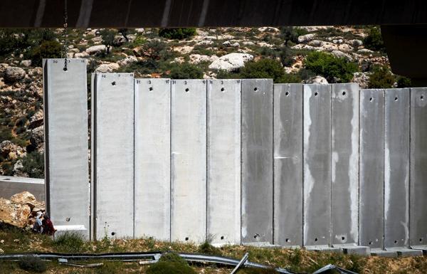 Israël accusé de crimes de guerre au Chili pour le mur
