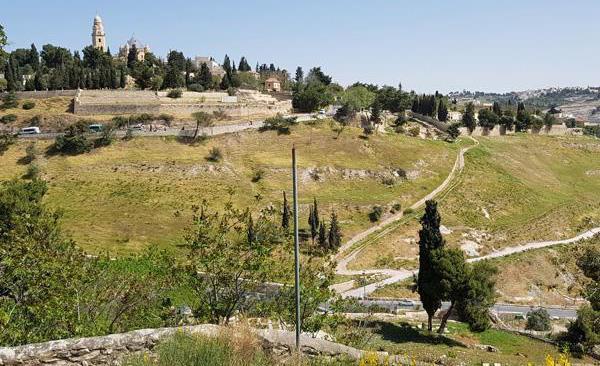 C'est d'ici que le téléphérique bifurquera en direction du Mont Sion, au-dessus de la vallée de la Géhenne ©MAB/CTS
