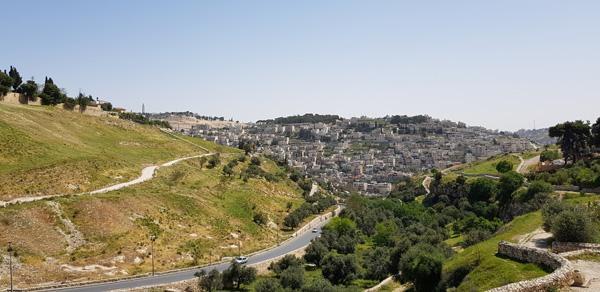 La vallée de l'Hinnom, assimilée à la vallée de la Géhenne, au sud de la Vieille ville de Jérusalem est déclarée parc national inconstructible ©MAB/CTS