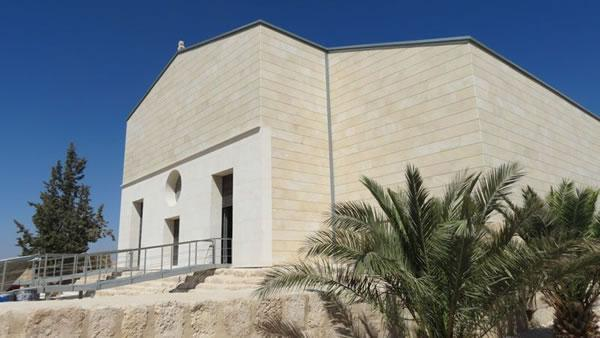 La façade de la nouvelle basilique du Mémorial de Moïse.
