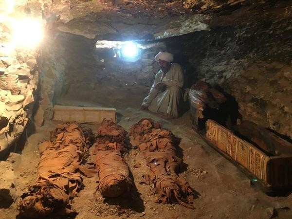 Egypte: Découverte d'une tombe de 3 500 ans