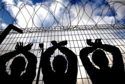 Israël a commencé à mettre en prison les migrants