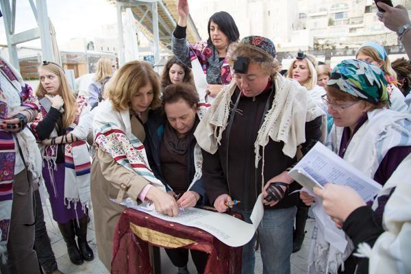 Arrêtée pour avoir apporté une Torah au Mur Occidental
