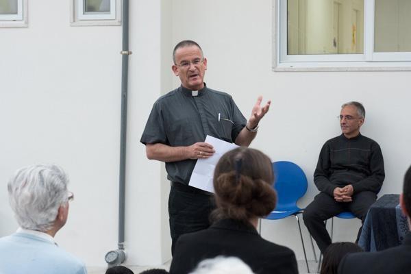 Père David Neuhaus a demandé à être relevé de ses fonctions