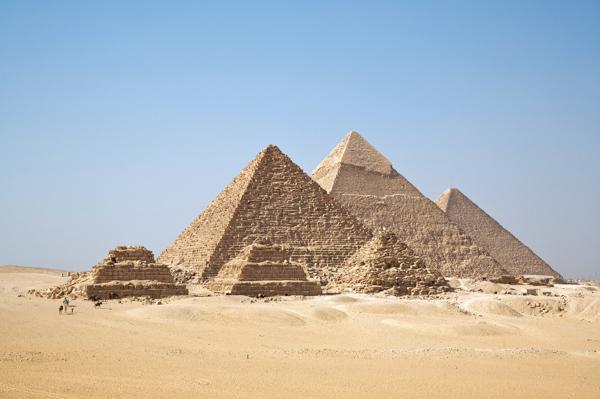 Des chambres cachées dans une des pyramides de Gizeh ?