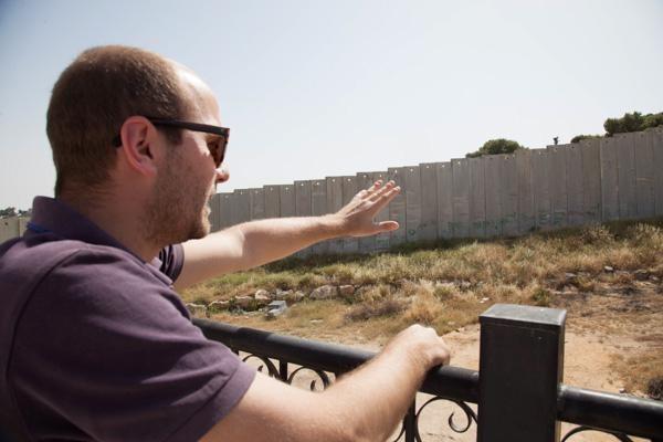 2/4 - Bertrand Martin sur le toit du centre Alhamawi qu'il dirige © H. Morlet