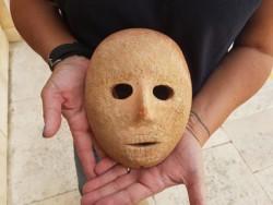Archéologie: Israël lève le masque sur un visage de pierre