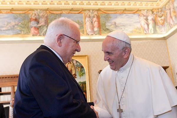 Sur fond de crise à Gaza, le président d'Israël au Vatican