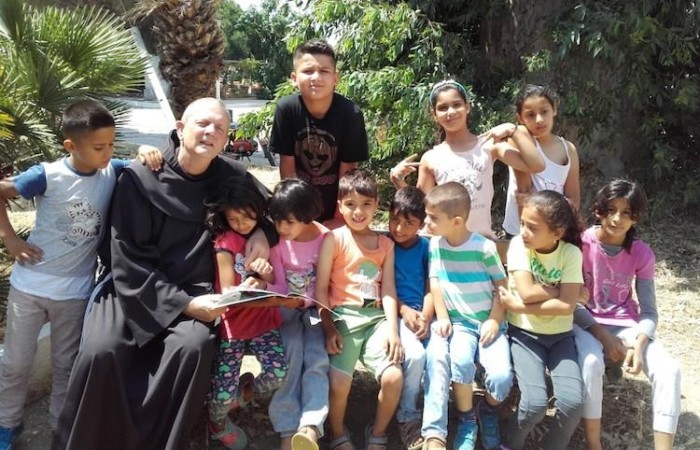 Enfants et réfugiés, la voix de frère Luc depuis la mer Egée