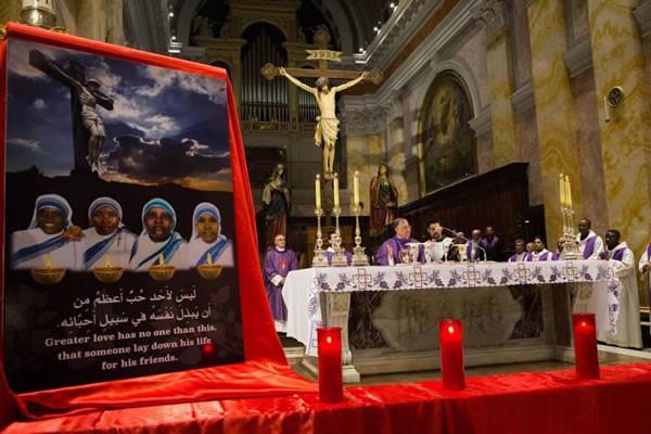Au cours de la messe célébrée à Jérusalem en mémoire des soeurs et des autres victimes tuées à Aden.(Cliquez sur l'image pour voir toute la galerie photo)