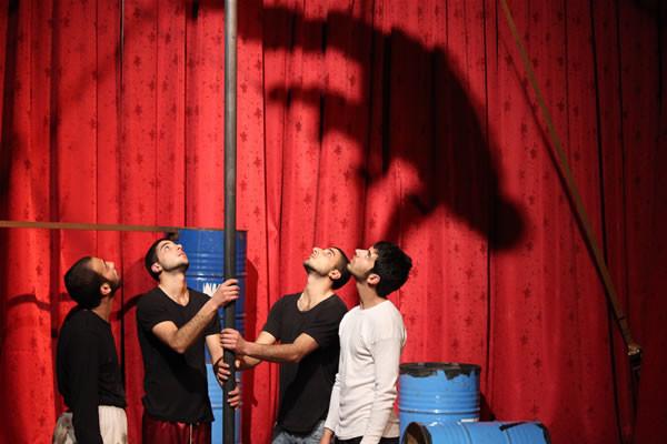 De photos du spectacle <i>Kol Saber!</i> Mis en scène par les jeunes de l'École palestinienne du cirque. (Photo: E. Mancini) [Album 1/4]