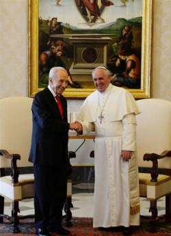 Peres invite le pape en Israël et évoque avec lui les relations de l'État avec l'Église locale