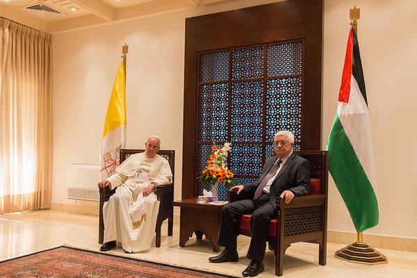 Pape François/Mahmoud Abbas: quand un ange passe