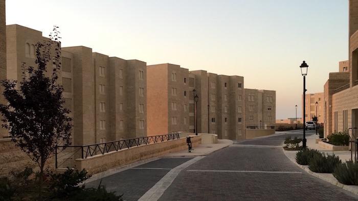Une rue encore déserte de Rawabi.